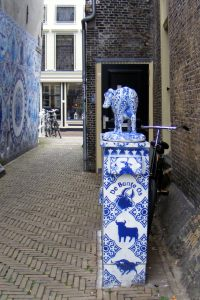 Delft blue cow